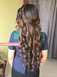 Bridal Braids On Indian Brides That We Are Loving Currently! You can find different rumors about the annals of … Open Hairstyles, Indian Hairstyles, Bride Hairstyles, Hairstyles For Gowns, Romantic Hairstyles, Front Hair Styles, Medium Hair Styles, Curly Hair Styles, Hairdo For Long Hair