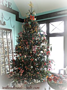 Tons of Christmas tree ideas.  This tree is mine :)  ~ redheadcandecorate.com