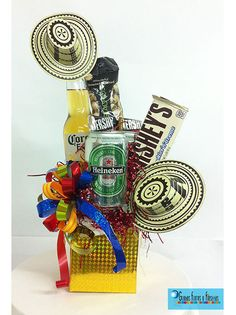 Ancheta de Cervezas Sombrero Voltiao Minnie Mouse Balloons, Presents For Men, Candy Bouquet, Simple Gifts, Birthday Balloons, Diy Flowers, Creative Gifts, Party Gifts, Gift Baskets