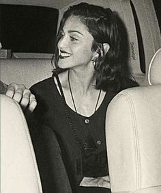 Madonna and that smile Madonna Young, Madonna Hair, Madonna 90s, Madonna Albums, Madonna Music, Lady Madonna, Best Female Artists, Female Singers, Female Werewolves