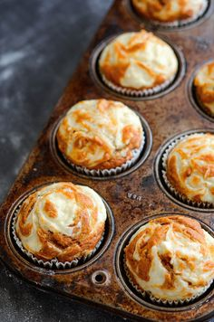 Pumpkin Cream Cheese Swirl Muffins: my favorite pumpkin muffins ever. You start with a moist spiced pumpkin muffin and top it with swirls of sweet cream cheese that melt into the top as it bakes. They only take 30 minutes to make! Yummy Recipes, Fall Recipes, Holiday Recipes, Dessert Recipes, Recipies, Fall Desserts, Just Desserts, Delicious Desserts, Yummy Food
