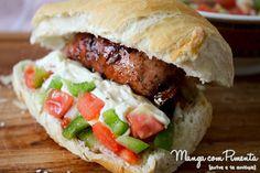 Sanduíche de Linguiça com Tomate, um lanche perfeito para o seu final de semana. Clique na imagem para ver a Receita no blog Manga com Pimenta.