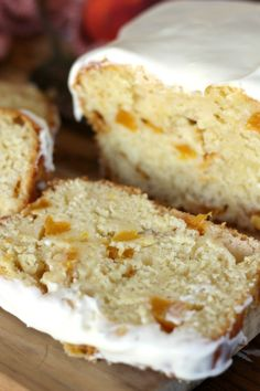 Peaches and Cream Bread is a deliciously baked quick bread. It is incredibly moist and the fresh peaches with the sweet cream icing make it summer perfect. Fruit Bread, Dessert Bread, Dessert Recipes, Sweet Desserts, Breakfast Recipes, Peach Bread, Apple Bread, Peach Quick Bread, Banana Bread