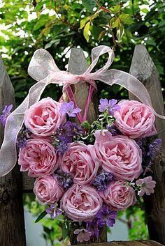 Roses Hermosa, phacelia tanacetifolia, géranium nodosum, géranium Calligrapher, euphorbe diamond frost et géranium versicolor.