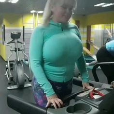 Big Melons, Warrior Girl, Beautiful Curves, Girl Gifs, Saree Styles, Plus Size Fashion, Sexy Women, Female, Brunettes
