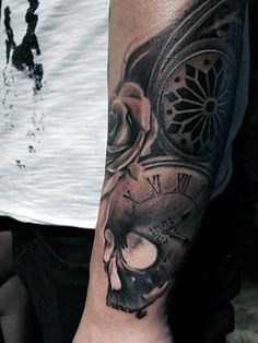 80 Clock Tattoo Designs For Men & Timeless Ink Ideas > > 80 Clock Tattoo Designs For Men – Timeless Ink Clock Tattoo Designs For Men – Timeless Ink IdeasIt's been said that time is th Tattoo Hals, Snake Tattoo, Time Tattoos, Body Art Tattoos, Tattoos For Guys, Clock Tattoos, Clever Tattoos, Timeless Tattoo, Tattooed Guys