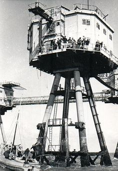 MAUNSELL SEA FORTS: ENGLAND: *WW II fortified towers stationed in the River Thames & River Mersey* Maunsell Forts, Rio Tamesis, Liverpool Docks, Oil Platform, Round Building, War Photography, Military Photos, Fortification, Old London