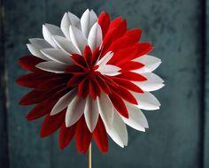 Как украсить дом своими руками: 65 фото, вдохновляющие идеи и мастер-классы http://happymodern.ru/kak-ukrasit-svoy-dom-svoimi-rukami/ Георгин из бумаги