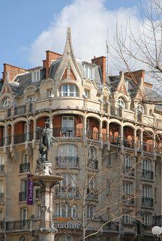 """art nouveau  occupé par la résidence hotelière """"les Citadines""""  8 rue de Richelieu  Paris  Architecte Constant Lemaire  1908"""