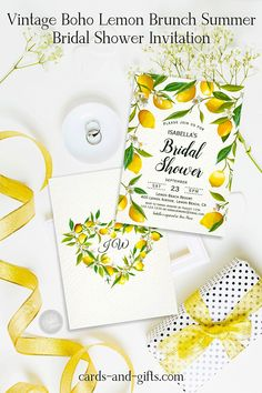 The idea of an intimate lemon-themed boho wedding sounds so great! Because she creates a spiritual environment for guests to enjoy the music, the beauty of the landscape and the beautiful sunlight. Are you looking for inspiration for a boho wedding? Let yourself be inspired by our lemons and make your wedding boho-chic!