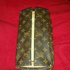 Rare Authentic Vintage Louis Vuitton Travel Case This is so, so neat. An amazing hinged closing LV travel bag. It is a beauty!! I'm not sure of age but I do have some light stains inside u can see in 2nd pic. Just gorgeous, dahling!!! I really do not know fair asking price, so make me an offer.  CONSIDERING TRADE. Louis Vuitton Bags Cosmetic Bags & Cases