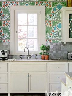 Style Market: Bold Wallpaper in Small Spaces