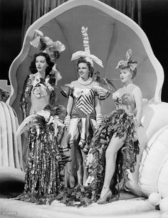 Hedy Lamarr, Judy Garland and Lana Turner in this scene from the 1941 film Ziegfeld Girl Golden Age Of Hollywood, Vintage Hollywood, Hollywood Style, Hollywood Glamour, Classic Hollywood, Busby Berkeley, Ziegfeld Follies, Ziegfeld Girls, Moulin Rouge