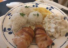 Baconbe tekert sajttal töltött csirkemell kukoricás alma saláta recept foto
