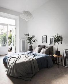 Bedroom decor, bedroom inspo grey, man home decor, light gray bedroom, me. Gray Bedroom, Bedroom Inspo, Home Decor Bedroom, Modern Bedroom, Gray Bedding, Bedding Sets, Trendy Bedroom, Black And Grey Bedroom, Bedroom Interiors