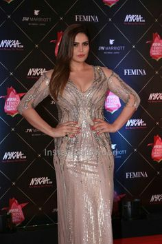 Zareen Khan at Femina Beauty Awards 2018 - HD Pics Bollywood Actress Hot, Beautiful Bollywood Actress, Most Beautiful Indian Actress, Beautiful Actresses, Zarine Khan Hot, Actress Priya, Beauty Awards, Stylish Girl Pic, Celebs