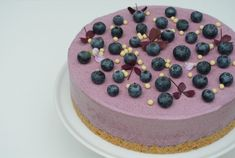 Blåbærmoussekage med kiksebund Fruit Recipes, Cake Recipes, Dessert Recipes, Mousse, Love Cake, Cake Cookies, Soul Food, Amazing Cakes, Food Inspiration