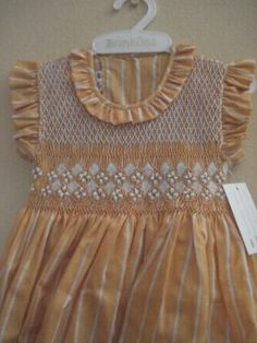 Lindos vestidos para las engreídas de la casa. Vestidos bordados a mano y confeccionados en tela polipima . Talla O (menos de 1 año), tall...
