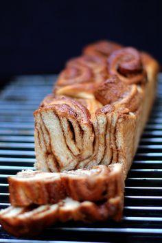 Kanelsnegle er virkelig noget, der hører min barndom til. Det var bare det man bagte. Hele tiden. Og det var SÅ godt. Jeg ved egentlig ikke hvorfor jeg ikke bager så meget kanelsnegle mere. Bare fo...