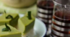 Easy to follow recipe and 'How-to' video on making Malaysians favourites little bites; Pandan Custard-Glutinous Rice Layers/ Kuih Seri Muka. Armenian Recipes, Irish Recipes, Armenian Food, Malaysian Recipes, Malaysian Food, Malaysian Dessert, Good Food, Yummy Food, Beef Short Ribs