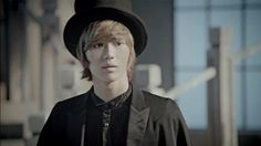 Taemin looks awesome in a top hat. His hair looks really good in this MV