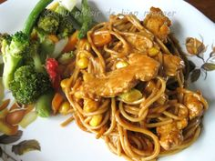 Spaghetti, Good Food, Meat, Chicken Satay, Ethnic Recipes, Drink, Chicken Noodles, Butter, Indonesian Cuisine