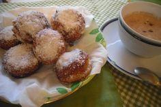 Frittelle di ricotta e amaretti, tutto ciò che si frigge è buono da mangiare! #dolcifritti #dolci #frittelle #italianfood #food