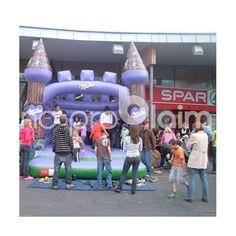 Aufblasbare Luftburgen präsentieren Ihre Marke. Eventwerbung, Logopräsentation, Märchenschloss, Springkissen,