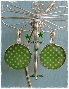 Boucles d'oreilles dormeuses à pois verts et blancs   8,50 €- créateur : Lalineval sur a little market