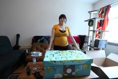 Here's The Amazing Maternity Gift Box All New Parents In Finland Get The practice of giving expectant parents a baby starter kit began in Pregnancy Gifts, Pregnancy Humor, Pregnancy Test, What Baby Needs, Baby Box, Free Boxes, Baby Center, Expecting Baby, Welcome Baby
