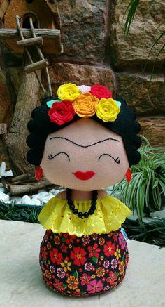 Weight of Porta Frida Kahlo at Felt Crafts, Diy And Crafts, Arts And Crafts, Fabric Dolls, Fabric Art, Felt Fairy, Felt Decorations, Handmade Toys, Needle Felting