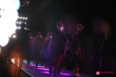 MBFWRussia: показ бренда Saint-Tokyo http://designersfromrussia.ru/mbfwrussia-pokaz-brenda-saint-tokyo/  Дизайнер бренда Saint-TokyoЮрий Питенин показал гостям коллекцию, в которой восточная эстетика отлично гармонирует с европейской. Томный неонуар, расцвеченный гобеленовыми цветами, платья и юбки в этом же стили создают непередаваемую атмосферу моды. Пайеточная отделка шерсти в розовом золоте – дизайнер ставит своего рода эксперименты не только над фактурами, но и над асимметрией…