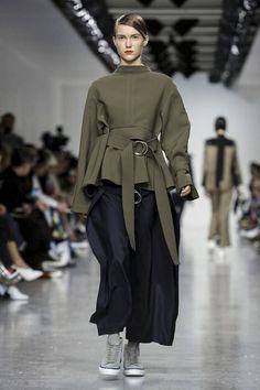 Eudon Choi Ready To Wear Fall Winter 2017 London Fashion Fashion Show NOWFASHION