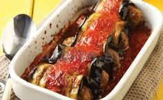 Stuffed Aubergines Rolls with Fresh Tomato Sauce A delightful veggie dish, perfect for a summer lunch! - it uses beef, i will change beef to chicken or pork! Vegetable Puree, Vegetable Recipes, Meat Recipes, Real Food Recipes, Vegetarian Recipes, Cooking Recipes, Yummy Recipes, Recipies, Greek Recipes