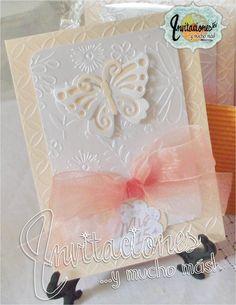 Invitaciones 15 años en color salmon y perla motivo mariposas
