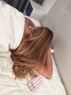 Side Swept Waves for Ash Blonde Hair - 50 Light Brown Hair Color Ideas with Highlights and Lowlights - The Trending Hairstyle Brown Blonde Hair, Light Brown Hair, Brunette Hair, Blonde Ombre, Brown Eyes Brown Hair, Blonde Balayage Honey, Golden Brown Hair, Honey Blonde Hair, Medium Blonde