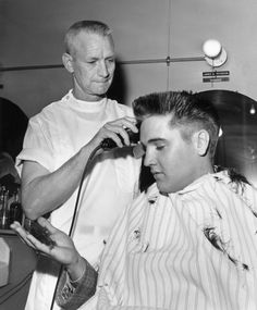 """March 1958 Elvis Getting His Hair Cut After He Was Inducted Into The Army. Fort Chafee, - As Elvis Said, """"Hair Today, Gone Tomorrow! Elvis Presley Army, Elvis Presley News, Elvis Presley Photos, Army Haircut, Vintage Haircuts, Rockabilly, Joining The Army, Crew Cuts, American Soldiers"""