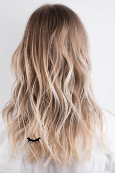 Diese Winter-Haarfarben werden 2018 enorm sein - Amber Nicole These Winter Hair Colors Are Going to be Huge in 2018 2018 Hair Colors_Toasted Coconut Ombre Hair Color, Blonde Color, Brown Hair Colors, Winter Hair Colors, Beach Hair Color, Hair Job, Hair Lights, Light Brown Hair, Light Hair