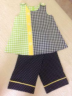 Conjunto de blusa y pantalón con bordado de margaritas en punto de cruz.
