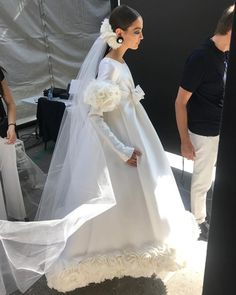 Chanel Gives the Bridal Ponytail a Magical Runway Makeover - Chanel Dresses - Trending Chanel Dress for sales - Chanel Gives the Bridal Ponytail a Magical Makeover for Fall 2017 Couture Vogue Chanel Wedding Dress, Chanel Dress, Wedding Gowns, Wedding Outfits, Bridal Ponytail, Twist Ponytail, Bridal Hair, Camille Hurel, Style Année 70