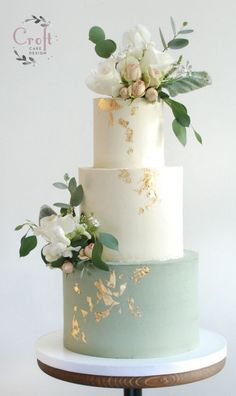 Sage green wedding cake - buttercream with fresh flowers & gold leaf - I . Sage Green Wedding Cake – Buttercream with Fresh Flowers & Gold Leaf – Inspiration Cakes – Wedding Cake Rustic, Elegant Wedding Cakes, Wedding Cake Designs, Wedding Cake Vintage, Elegant Cakes, Cool Wedding Cakes, Wedding Cakes With Gold, Flower Wedding Cakes, Green Wedding Cakes