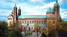 Der Speyerer Kaiserdom zählt zu den bedeutendsten Zeugnissen mittelalterlicher Architektur. Nach der Zerstörung der Abtei Cluny ist er die größte erhaltene romanische Kirche der Welt.[1] Er wurde 1925 von Papst Pius XI. in den Stand einer Basilica minor erhoben. Seit 1981 steht er auf der UNESCO-Liste des Weltkulturerbes, des Weiteren ist er ein geschütztes Kulturgut nach der Haager Konvention.