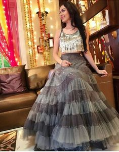 Pearl_designers Book ur dress now Completely stitched Customised in all colours For booking ur dress plz dm or whatsapp… Indian Wedding Outfits, Bridal Outfits, Indian Outfits, Wedding Dresses, Designer Party Wear Dresses, Indian Designer Outfits, Choli Designs, Lehenga Designs, Moda Indiana
