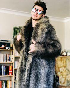 """""""en havalı benim""""pozları Grown Man, Youtubers, Fur Coat, Mens Fashion, How To Wear, Jackets, Furs, Hot, Beige"""