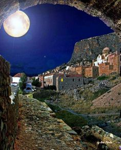 The Medieval Town of Monemvasia under Full Moon,Greece.think full moon when going to Greece. Beautiful Moon, Beautiful World, Beautiful Places, Stars Night, Moon Stars, Empire Ottoman, Espanto, Shoot The Moon, Medieval Town