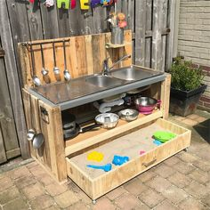 Mud kitchen DIY met zandbakla!