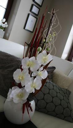 Celoroční dekorace v bíločervené - na přání Orchid Flower Arrangements, Modern Floral Arrangements, Flower Centerpieces, Silk Flowers, Paper Flowers, Deco Floral, Vases Decor, Ikebana, My Flower