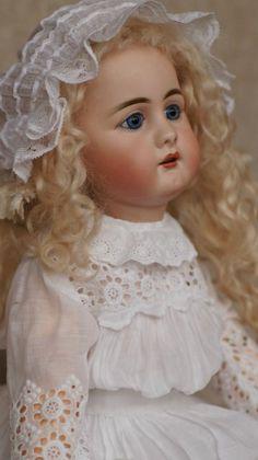 Деревянная подставка для кукол своими руками. / Мастер-классы, творческая мастерская: уроки, схемы, выкройки кукол, своими руками / Бэйбики. Куклы фото. Одежда для кукол