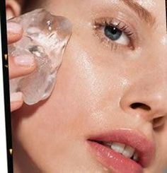 15 Simple Tricks to Get Clear Skin Overnight 7 Ice beauty DIYs Puffy eyes: Brew strong green tea and pour it in an ice cube tray. Wrap the green tea ice cube in a cloth and use it under the eyes Beauty Care, Beauty Skin, Hair Beauty, Beauty Secrets, Beauty Hacks, Beauty Ideas, Clear Skin Overnight, Diy Beauté, Puffy Eyes