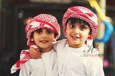 `Arab) (Dawlah' Al-Imaaraat al-`Arabiyyah' al-Mutta`hidah', al-Ba`hrayn) (Photograph; Fata~ al-`Ayn (Photographer)) Cute Baby Girl, Cute Babies, Baby Kids, Precious Children, Beautiful Children, Little People, Little Boys, Baby Hijab, Muslim Images